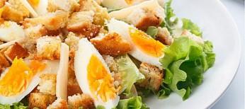 """салат """"Цезарь"""" с курицей"""