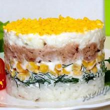 Слоеный салатик с тунцом.